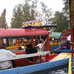 Tráfico de trajineras en Xochimilco