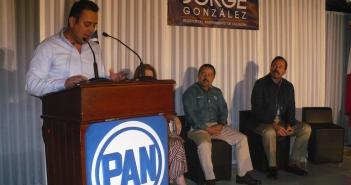 Jorge González rinde informe ante asistentes del PAN