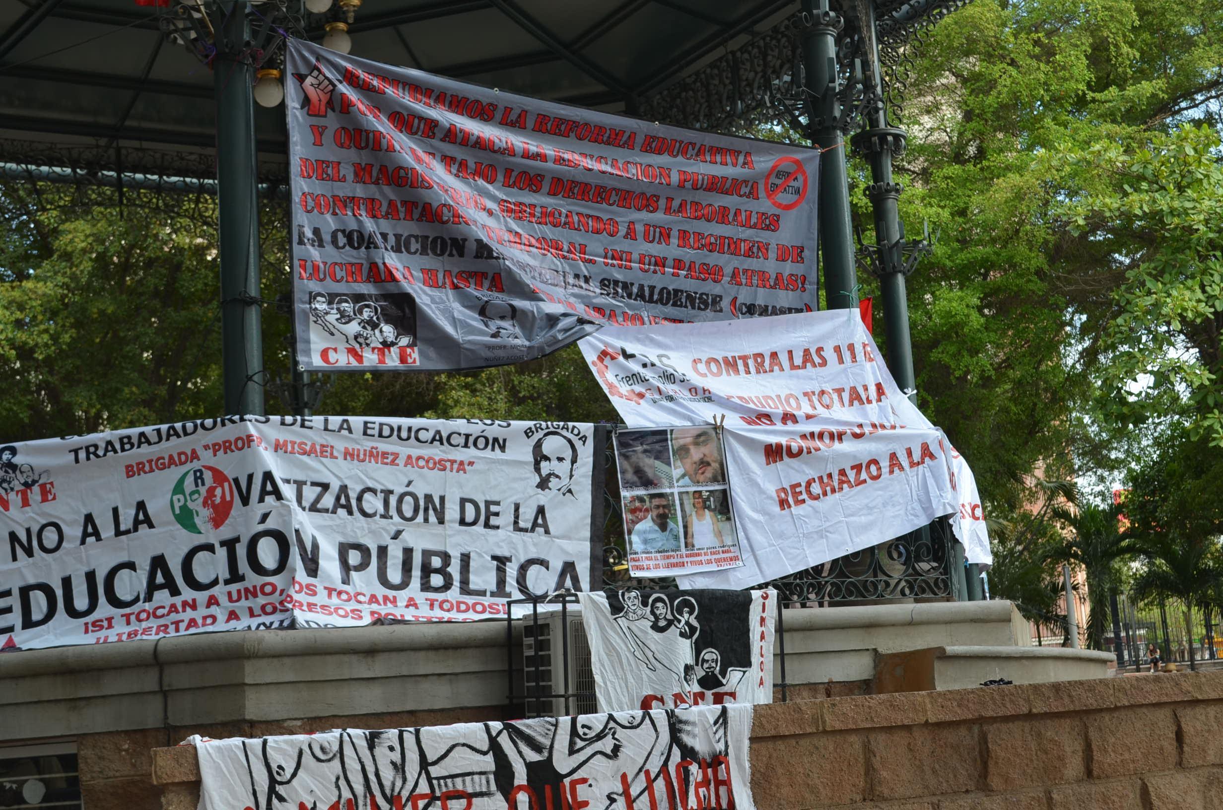 26 de mayo. Recuerdan las desapariciones de los 43 normalistas desaparecidos en Iguala.