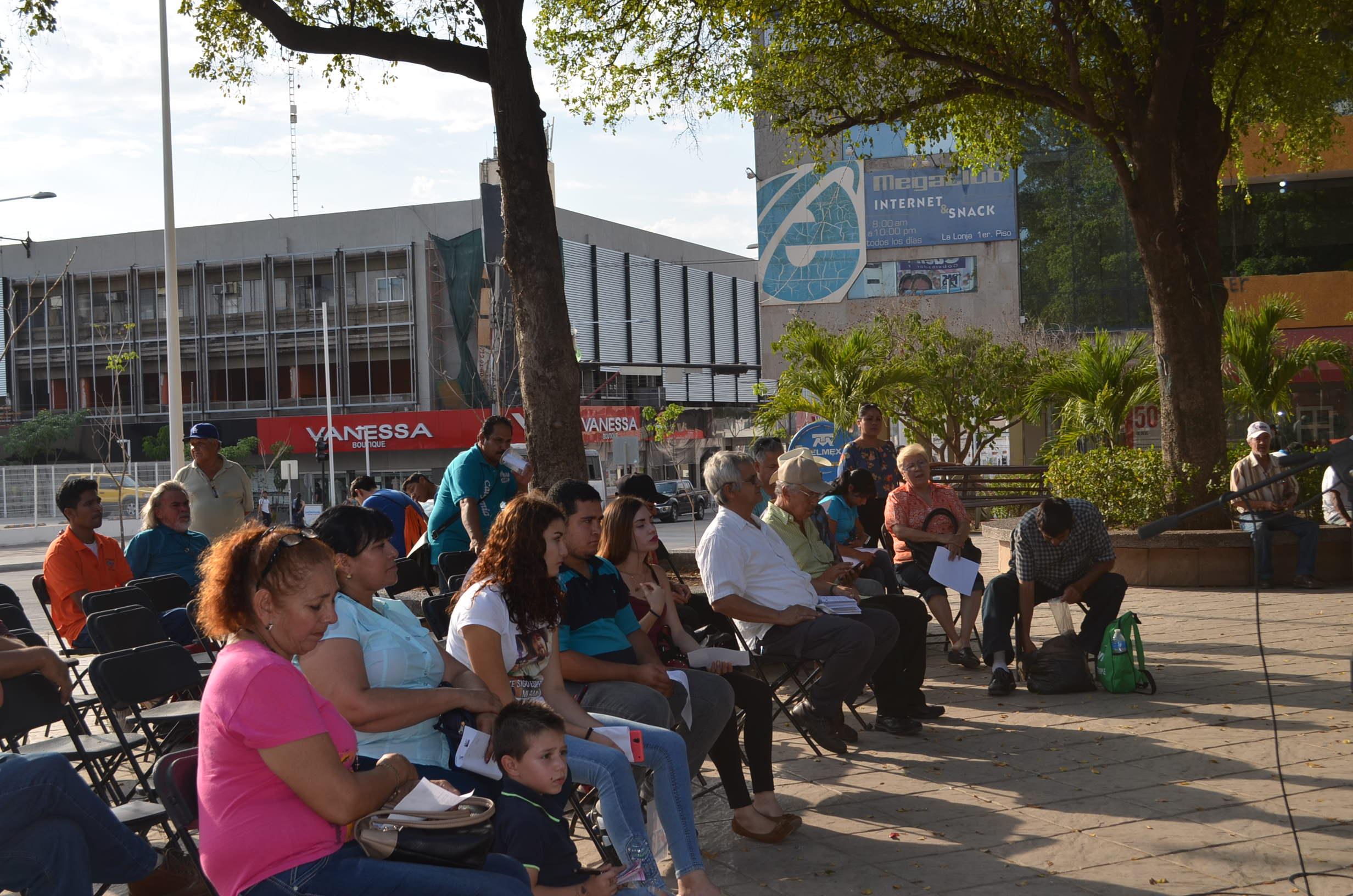 Familiares de desaparecidos asisten al evento cultural,en favor de los desaparecidos en el estado de Sinaloa. Fotografía: Gabriela Sánchez