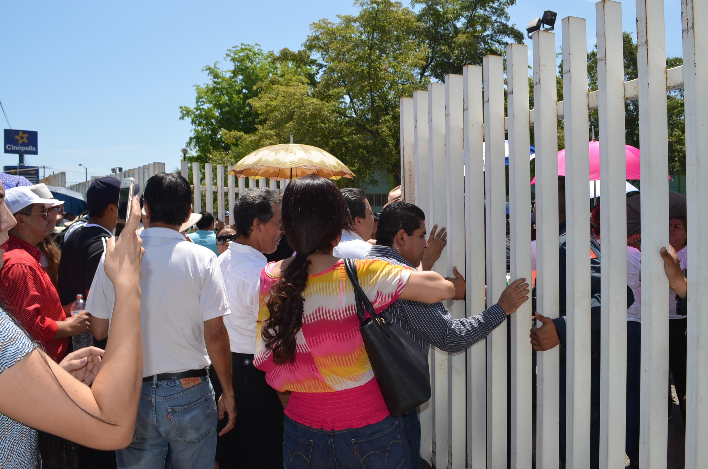 Maestros protestantes no dan la vuelta atrás y fuerzan las entradas de SEPyC. Fotografía: Gabriela Sánchez