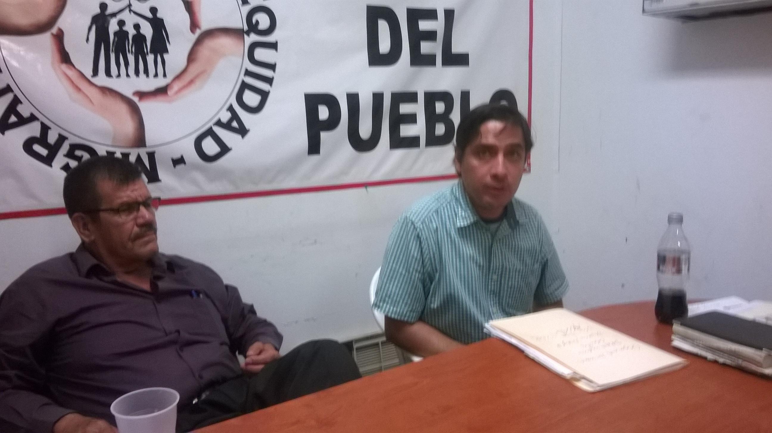 Salomón Monárrez y Ernesto Saldaña en la Oficina del Pueblo. Fotografí:a Gabriela Sánchez