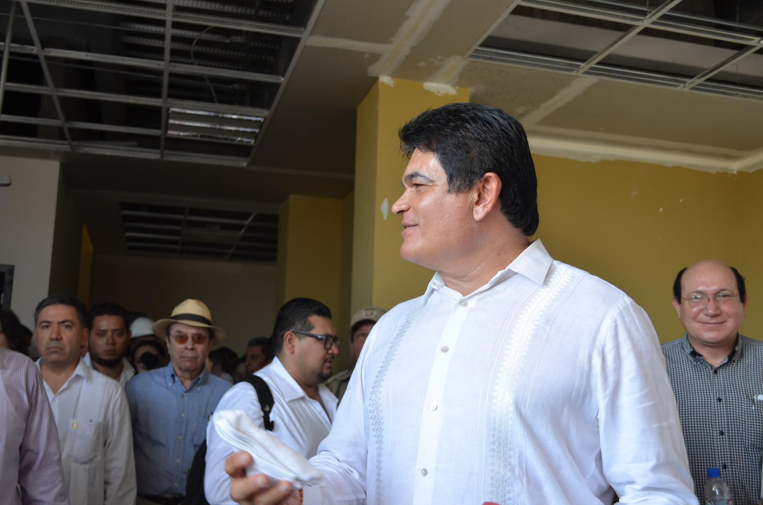 Mario López Valdez en los nuevos edificios de justicia penal. Fotografia: Gabriela Sánchez