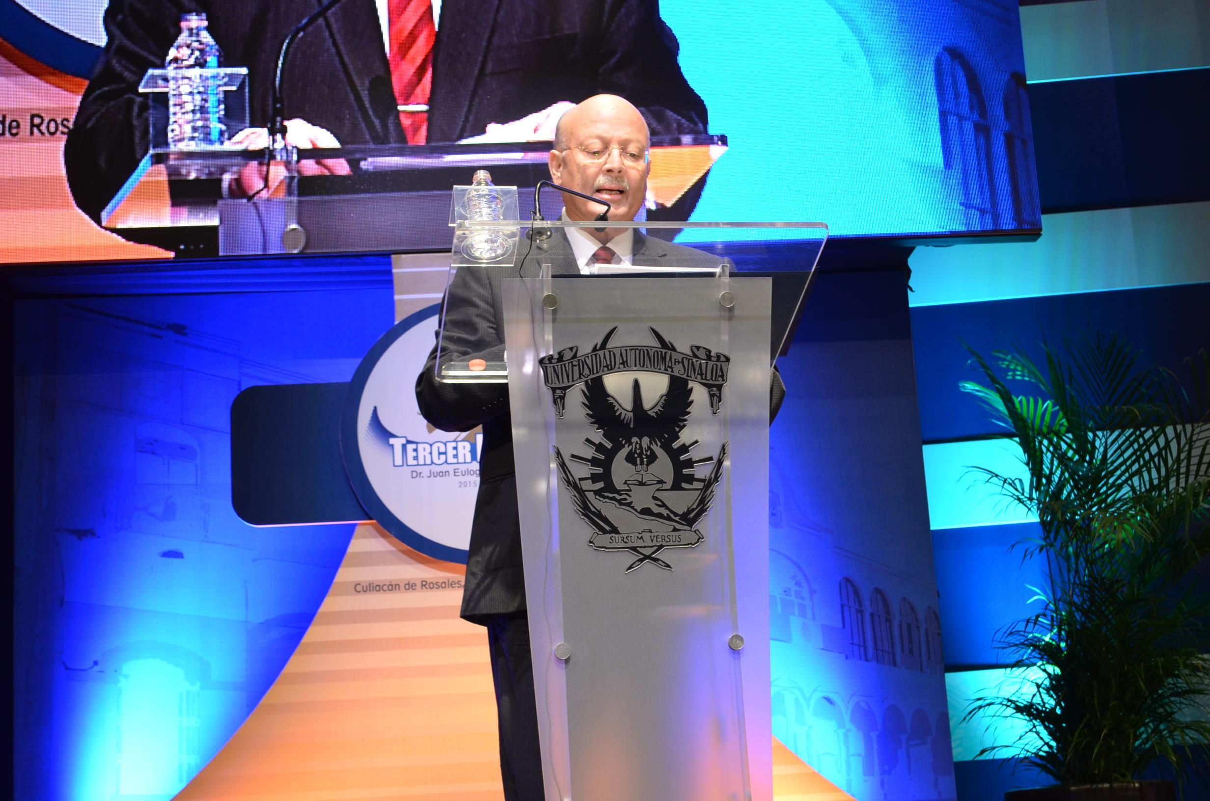 Rector Juan Eulogio Guerra Liera durante el tercer informe de gobierno. Fotografía: Gabriela Sánchez