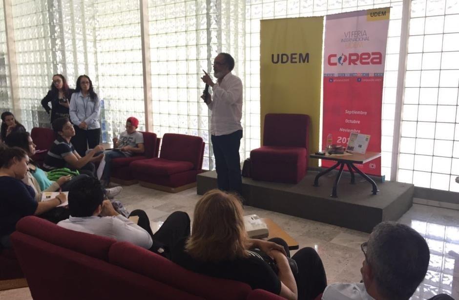 Charla Mario Nieves con estudiantes de UDEM