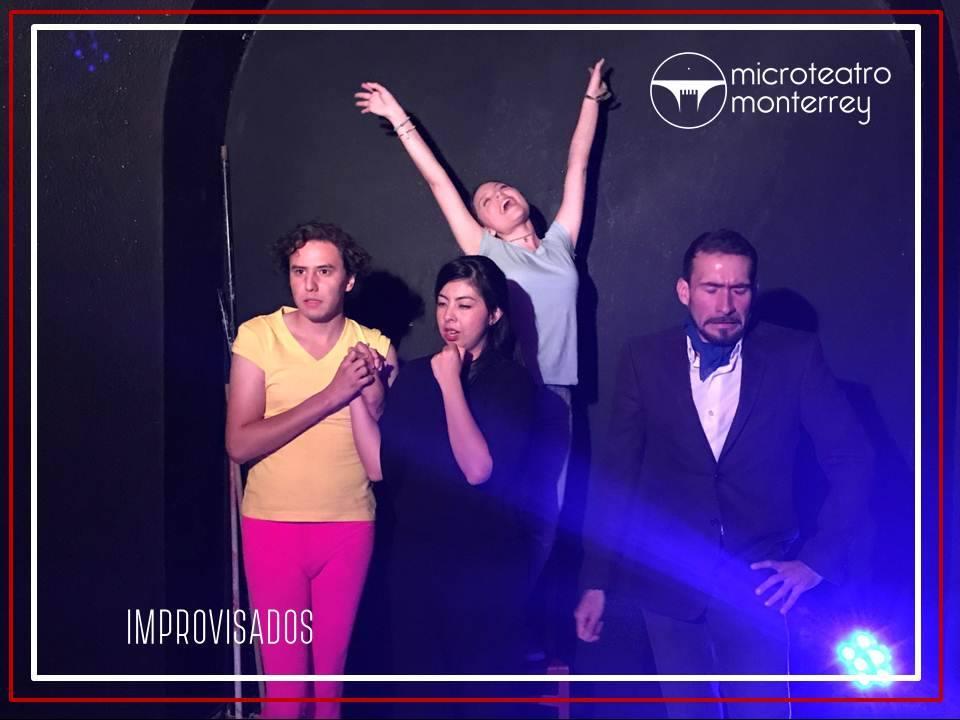 Actores de Microteatro Monterrey en representación teatral. / FOTO: Cortesía