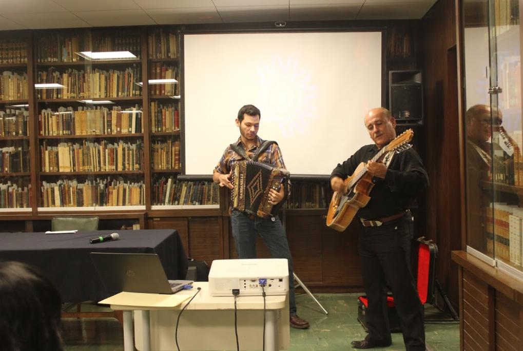 Grupo en vivo da vida a la poesía de Felipe Montes