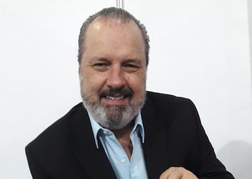 El Ilustre Pigmeo de Roberto Gómez Junco