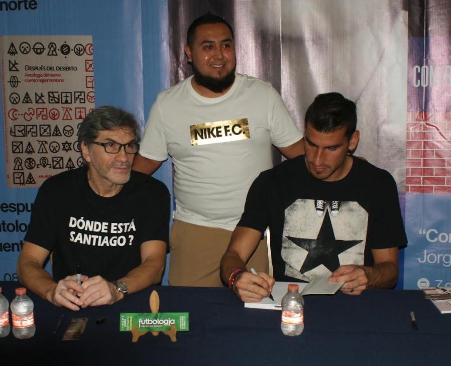 Firma de Libro Pelota de Papel por Nanuel Guzman