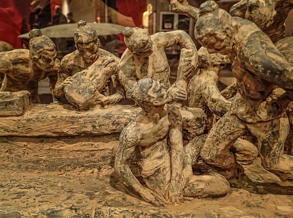 Modelo de trabajadores creando figuras para la tumba del emperador